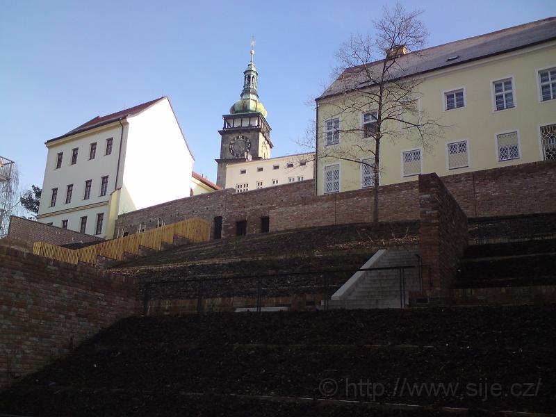 Bílá věž od ul. ČSA