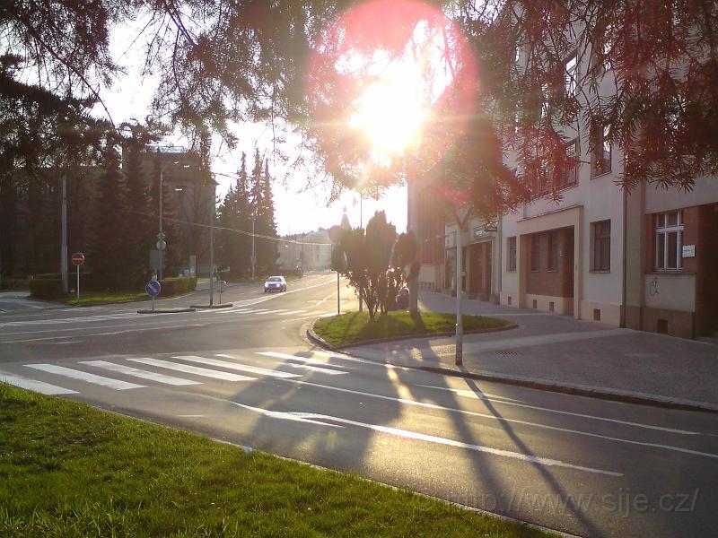 Slunce v křižovatce