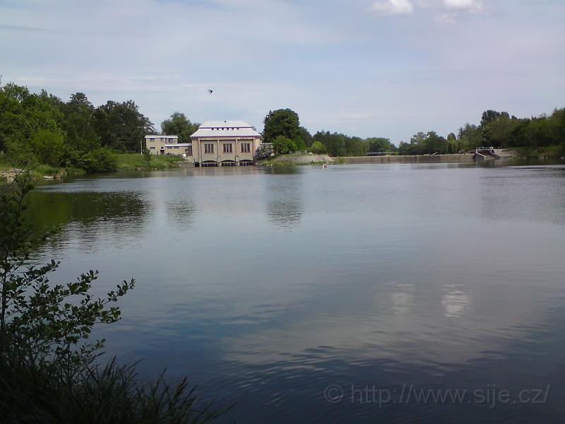 Vodní plocha pod jezem