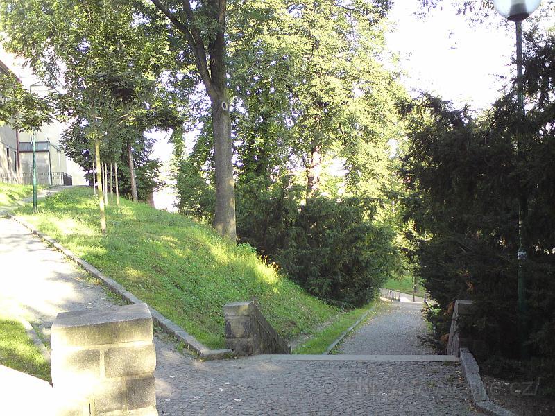 Pod schody ul. Radoušova