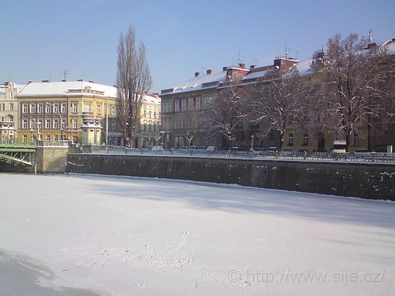 Hladina Labe v ledu