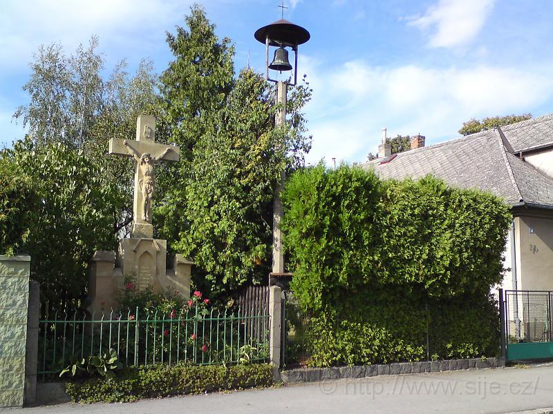 Boží muka a zvonička