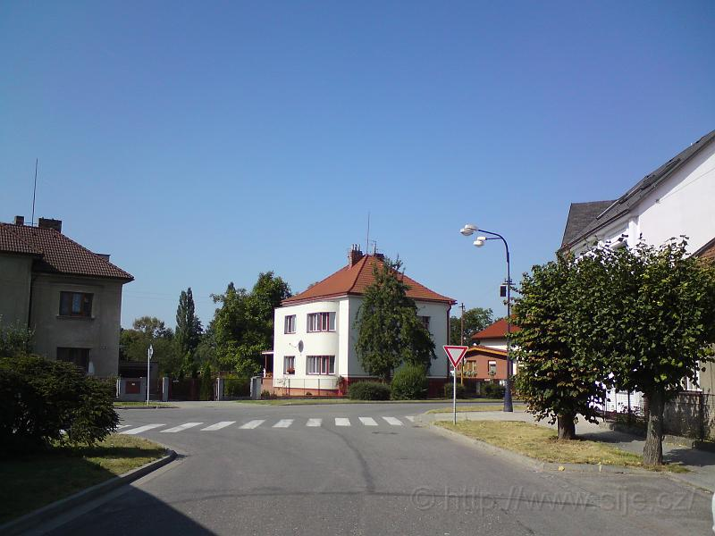 Ulice Cimlerova, Plácky