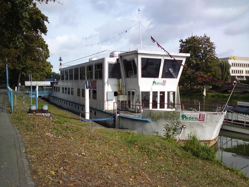 Loď Čechie v přístavu