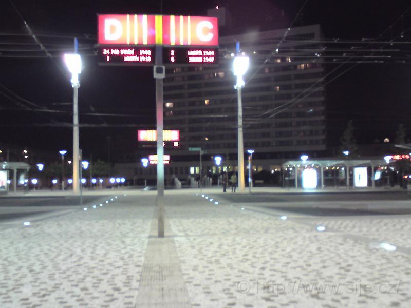 Před hlavním nádražím