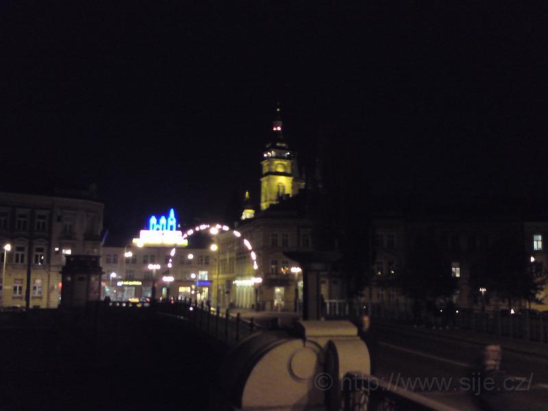 Bílá Věž, Pražský most