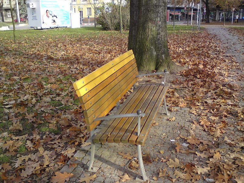 Osiřelá lavička