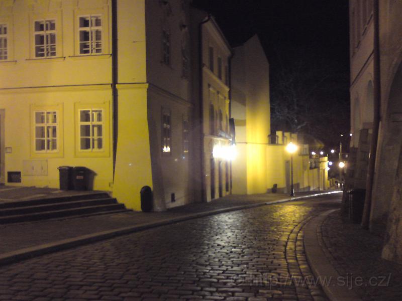 Ulice Mýtská za tmy