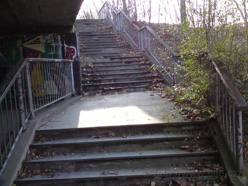 Schody pod Orl. mostem