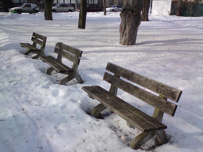Lavičková trojice v zimě